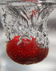 Strawberry splash! (_Robert C_) Tags: red water d50 strawberry flash tripod bubbles vase splash robertcatalano