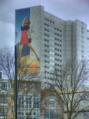 h&m (twicepix) Tags: holland netherlands rotterdam gross frau hm werbung mode hdr baeume haeuser kleider photomatix singleraw twicepix