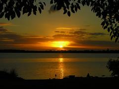 Anoitecer... (Claudio Marcon) Tags: sunset brazil sky sun sol brasil backlight clouds river contraluz nikon portoalegre céu pôrdosol nuvens rs guaíba anoitecer fotoclube fpg platinumphoto claudiomarcon claudiolmarconribeiro