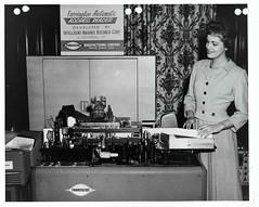 Anglų lietuvių žodynas. Žodis addressing machine reiškia sprendžiant mašina lietuviškai.