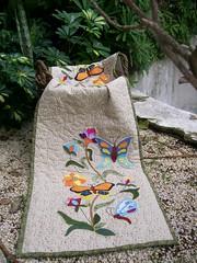 TrIlHo FlOrEs & bOrBoLeTaS (DoNa BoRbOlEtA. pAtCh) Tags: flores borboletas aplicao centrodemesa quiltlivre trilhodemesa denyfonseca