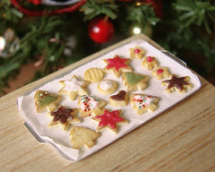 Miniature Food Christmas Cookies (PetitPlat - Stephanie Kilgast) Tags: christmas red cookies weihnachten star miniatures noel polymerclay fimo biscuit minifood jolly dollhouse miniaturefood miniaturen petitplat stephaniekilgast