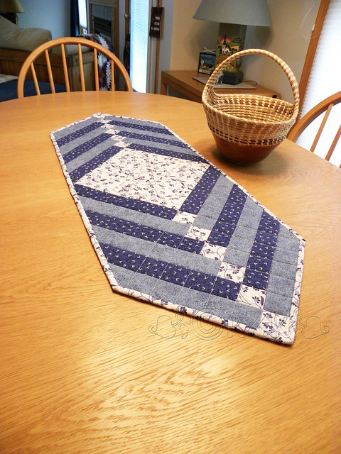 DSCN1315 Blue and White Table Runner