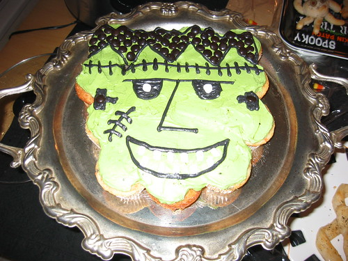 Frankenstein cupcake face by Benjamin and Season.