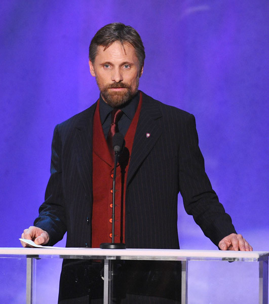Viggo presenting at the SAG Awards by dezaiac
