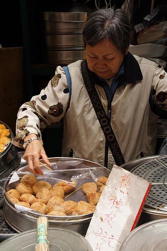 廟街市場賣金堆的婆婆