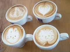 Cafe especial (3) (super_ziper) Tags: bear bunny art coffee japan design diy leaf cafe heart handmade crafts craft drawings super latte folha coffe coelho coracao latteart capucino cofee urso capuccino japao ziper capucinno caferosso superziper