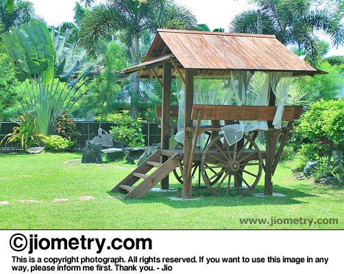 A cool wooden shelter with ladder and attached with wheels