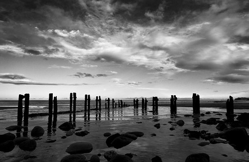 : Whitby sands B+W :