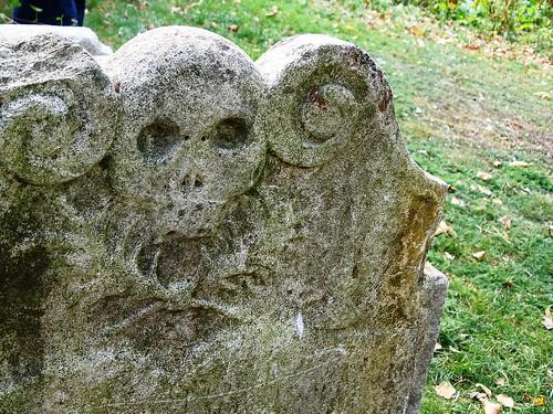 Realistic grave