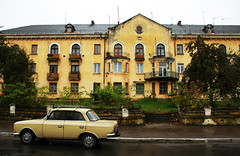 Boryslav /  (Ukraina) - Soviet Union (Danielzolli) Tags: house car yellow beige ukraine galicia soviet ukraina ucrania ukrajina halic ucraina galicja galizien  halicz drogobych  borislav galitia drohobych drohobycz   boryslaw boryslav drohobyc drogobyc