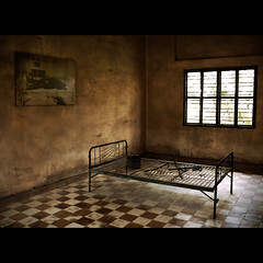 Torture cell / Cellule de torture (Nicolas KH) Tags: people history asian bed war asia cambodge cambodia southeastasia cell torture histoire phnompenh asie genocide tuolsleng 5photosaday