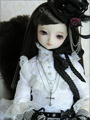 Black and white (MiriamBJDolls) Tags: blackandwhite doll sofa sd bjd superdollfie volks limited valentina kurumi hnaoto musedoll dollpa