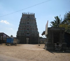 Temple from the main road (Vandavasi - Chetput)