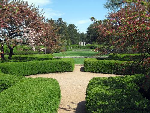 Arboretum Pillars