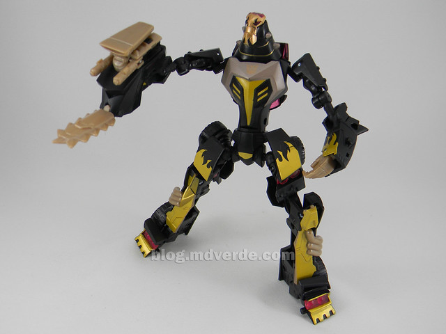 Transformers Blazing Lockdown Animated Deluxe - modo robot