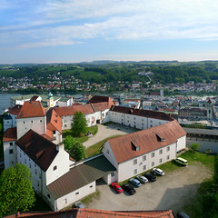 Best viewpoint on Veste Oberhaus of Altstadt Passau (Bn) Tags: museum germany geotagged bayern bavaria three inn topf50 day cloudy best rivers napoleon viewpoint altstadt fortress bishop danube duitsland passau donau oberhaus beieren vesteoberhaus ilz 50faves lowerbavaria bundesautobahn3 dreiflssestadt romancolony cityofthreerivers towerofthevesteoberhaus geo:lon=13470382 geo:lat=48578358 anno1219