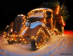 Vermont Christmas Tree Delivery Truck (Phillip Chitwood) Tags: christmas trees winter snow night truck lights rust vermont antique tires soe d80 anawesomeshot impressedbeauty youvsthebest diamondclassphotographer