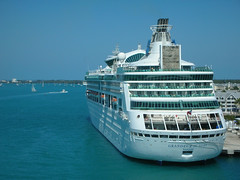 Royal Caribbean: Grandeur of the Seas (Tom Mascardo 1) Tags: ocean sea boat vision smokestack hull royalcaribbean legend enchantment rhapsody splendour grandeur rccl lifeboats splendouroftheseas rockclimbingwall visionoftheseas legendoftheseas rhapsodyoftheseas enchantmentoftheseas grandeuroftheseas royalcaribbeaninternational royalcaribbeangrandeuroftheseas visionclass