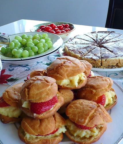 草莓泡芙跟大理石起司蛋糕