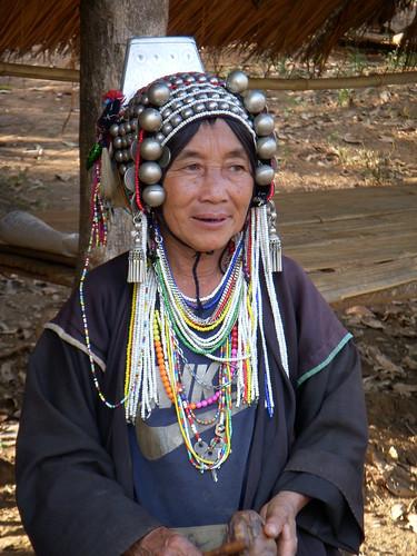 mujer tribu akha
