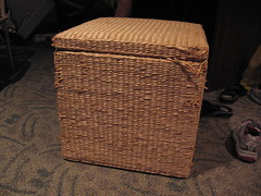 Hamper/Ottoman, closed