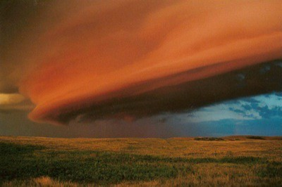Saskatchewan Shelf Cloud (Credit: Jeff Kerr and apod.nasa.gov)