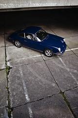 _DSC0191 (romanraetzke) Tags: auto blue car digital nikon colours d70 hamburg 911 chrome porsche oldtimer blau asphalt 1972 farbe chrom altona beton parkhaus klassiker 911e