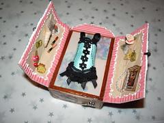 Swap Minitesoro (dmmalva) Tags: pink vintage miniatures miniature box handmade rosa caja swap handcrafted matchbox miniatura alteredart intercambio shabby miniaturas cerillas hechoamano memoryboxes cajadecerillas roomboxes artealterado alteredmatchbox