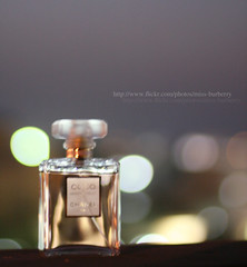(Doue ) Tags: lighting favorite 50mm bokeh coco chanel mademoiselle parfum mywinners