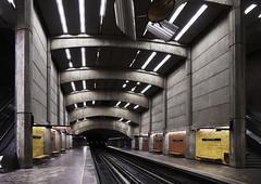 (Etienne Mailhot) Tags: architecture train underground subway concrete metro montreal stm bustarhymes beton intérieur sousterrain sthenri placesthenri lenscorrection sociétédetransportdemontréal arabmoney mg792xaccumuleditflickr