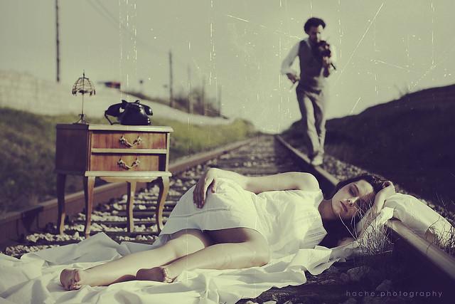 Sueño en la vía del tren