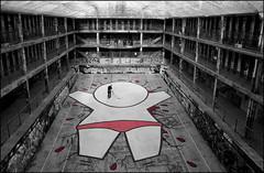 Jace - Un Gouzou @ Molitor (Chrixcel) Tags: hockey tag tags graff géant blanc jace molitor piscine personnage gouzou parisgraffs