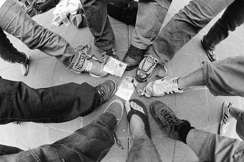 當我們腳在一起