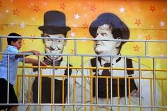 Crees que nos reconocer, Stan ? / Do you think he will recognize us, Stan? (Manuel Atienzar) Tags: stars flickr humor streetphotography laurelhardy amazingtalent mywinners elgordoyelflaco happinessconservancy manuelatienzar
