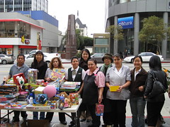 Wilshire Plaza Hotel Workers Toy Delivery 12-20-07 (24)