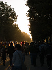 Unter den Linden (cbmd) Tags: sunset berlin backlight germany crowd protest mitte fsa fnf contrejoure freiheitstattangst fnf2007