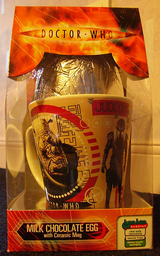 DR WHO - Milk Chocolate Egg with Judoon Mug [Front]