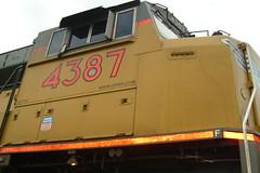 Scotchlite (sharkzƒan) Tags: up yellow trains unionpacific freight locomotives railroads railfanning scotchlite sd70m up4387