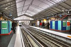 Metro La Motte Picquet - Grenelle (marathoniano) Tags: city people france underground t