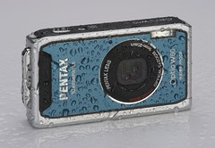 pentax_W60_blue_camera_wet.sml