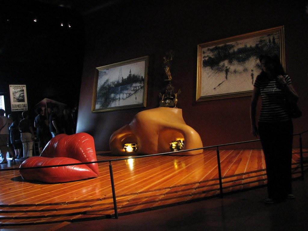В музее Сальвадора Дали