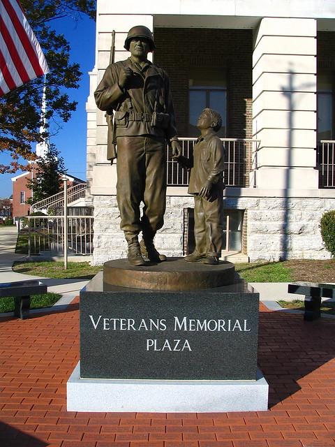 Shelbyville's Veterans Mem. statue version #1