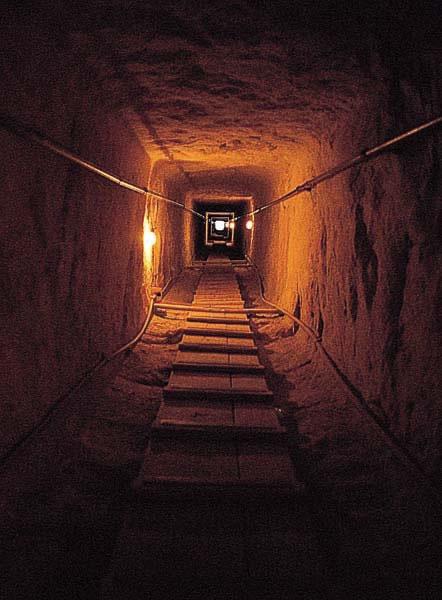 pyramidtunnel4_jpg