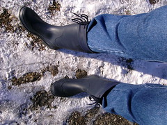 januar2006 026 (scaleomarkus) Tags: wood city schnee summer snow beach look rain sport river happy sommer spiegel wiese line jeans gelb yamaha clogs gras fluss wellies landschaft wald gummistiefel hof teppich esprit lech motorrad r6 rainboots stausee knigsbrunn romika merching unterbergen stulpe sportmotorrad