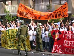 Protesta estudiantes Quimica y Farmacia - by Malybelen