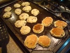 Cociendo las tortitas en el comal