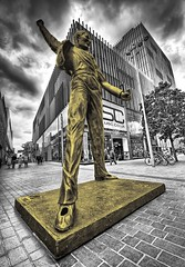 Freddie Mercury Statue,Liverpool (Hazeldon73- catching up !) Tags: city white black colour statue rock liverpool one mono mercury centre group pop queen freddie hdr selective merseyside mygearandme ringexcellence
