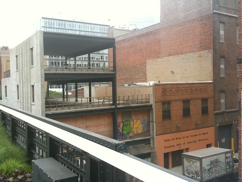 Cross street to the west, High Line's new section