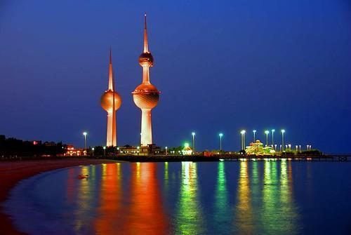 Torres Kuwait de noche